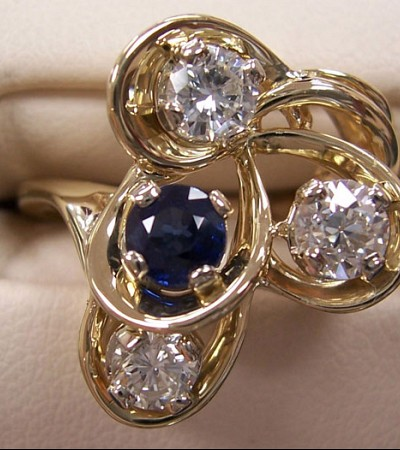 Custom_diamond_sapphire_ring