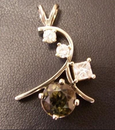 Custom_pendant_diamond