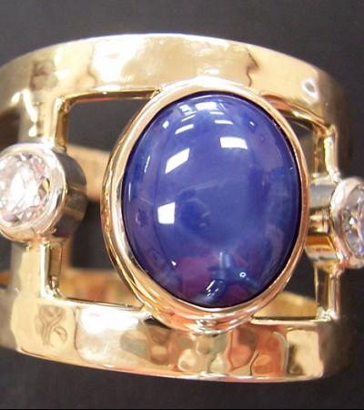Star_sapphire_and_diamond_ring